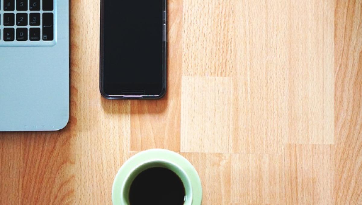 lavoro da casa col cellulare