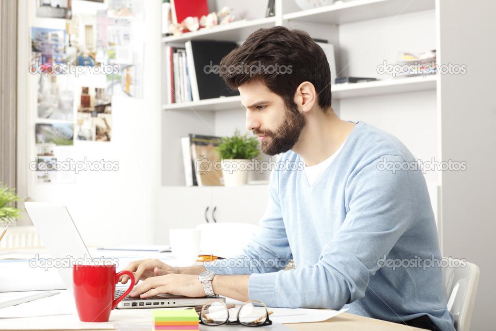 I 4 Passi per Lavorare da Casa Online nel (Basta perdere tempo)