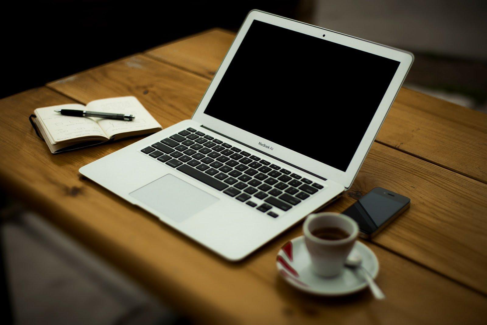 Lavorare da casa. Come crearsi un lavoro serio da casa.