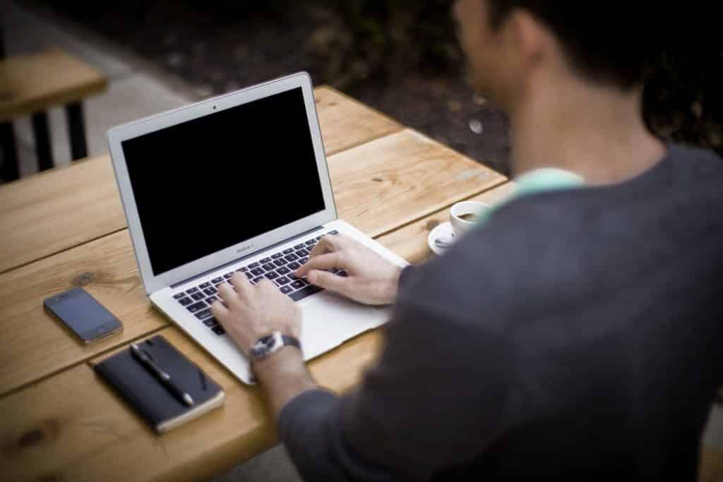 Lavoro da casa tramite internet, truffa od opportunità? - trovatuttonline.it